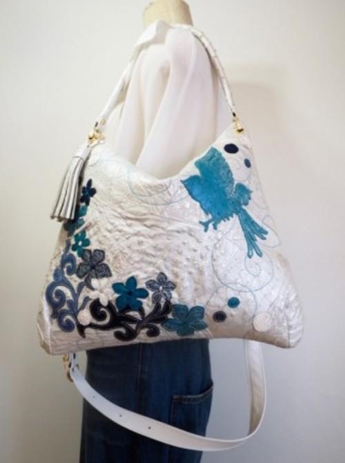 NA#42WAYホワイトパールオーストリッチ 青い鳥とブルー花